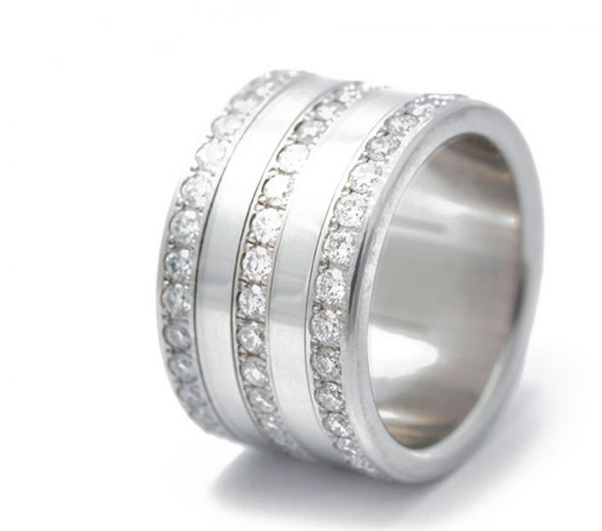 Bague mood joaillerie sertie de 90 diamants 1.9mm